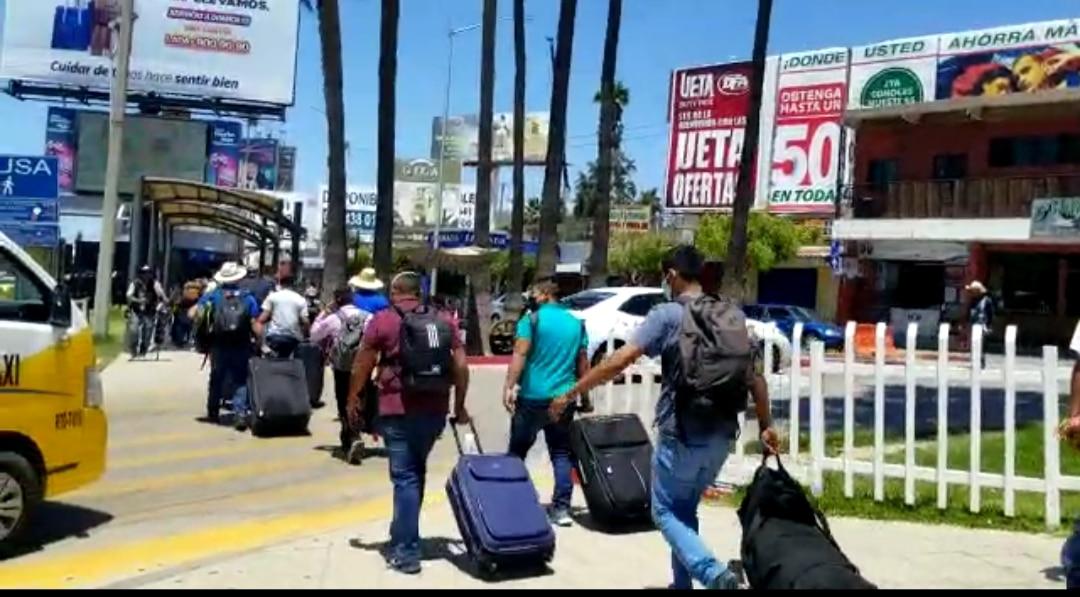 Parten mexicanos a trabajar en el campo de Estados Unidos