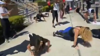 Photo of VIDEO: Con sentadillas y lagartijas protestan para  que abran los gimnasios