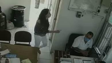 Photo of Mujer golpea a vigilante que 'no dejaban entrar a sus visitas ' a fiesta