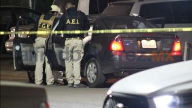 Photo of Balean a pareja dentro de su auto