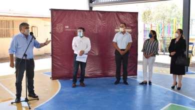 Photo of Formaliza Ruiz Uribe entrega de obra a autoridades educativas del estado