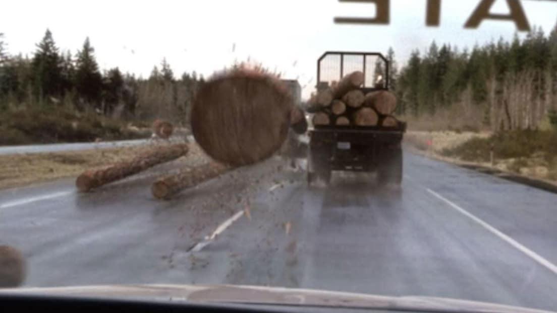 video-muestra-cuando-un-tronco-atraviesa-el-parabrisas-de-una-patrulla