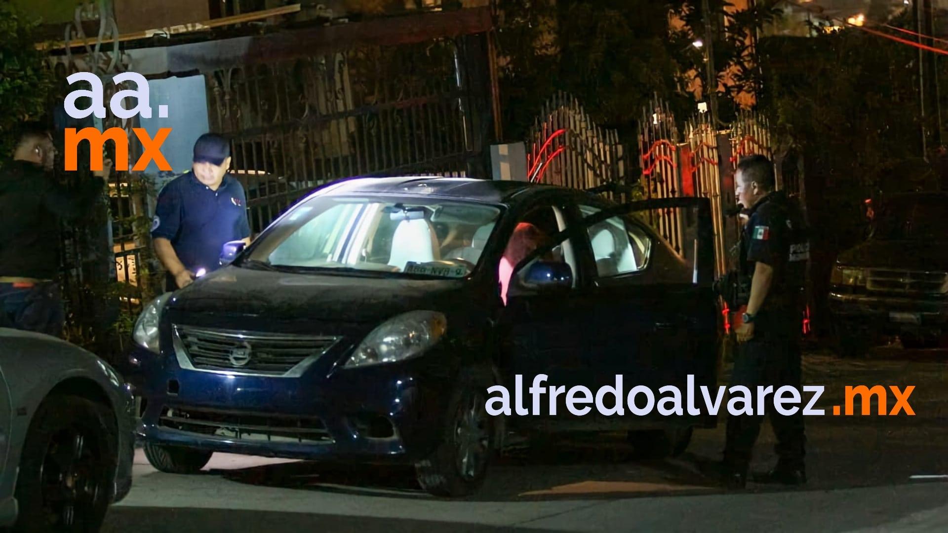 Llegan-en-taxi-libre-y-matan-a-un-hombre-en-su-auto