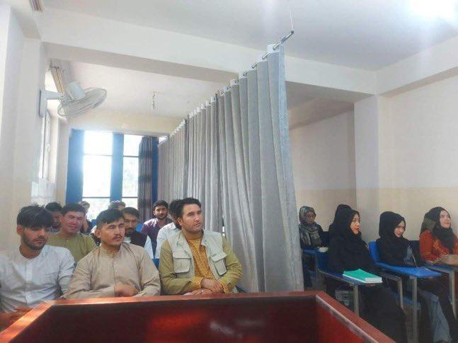 Separan-hombres-mujeres-en-regreso-clases-en-Afganistan
