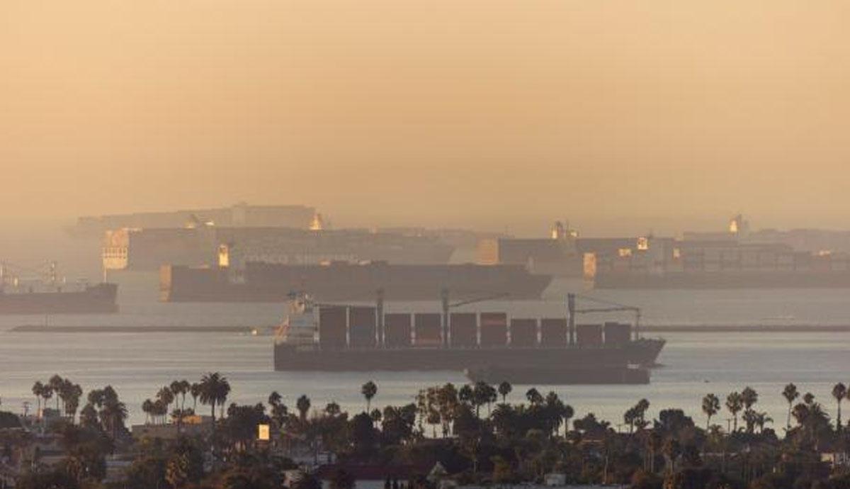 Decenas-de-buques-de-carga-en-espera-de-atracar-afectaría-Navidad