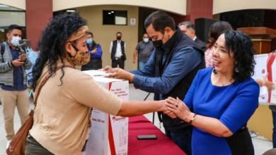 Alcaldesa-de-Rosarito-entrega-apoyo-a-familias-de-escasos-recursos