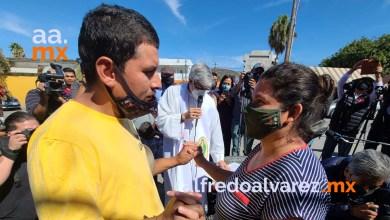 Migrantes-se-casan-en-el-campamento-El-Chaparral