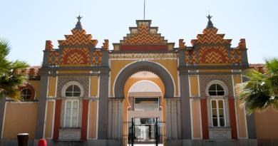 """Biblioteca municipal de Faro permite manter os hábitos de leitura dos munícipes através do empréstimo """"take away"""""""