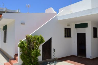Traditional 4 bedroom villa located in Manta Rota rent