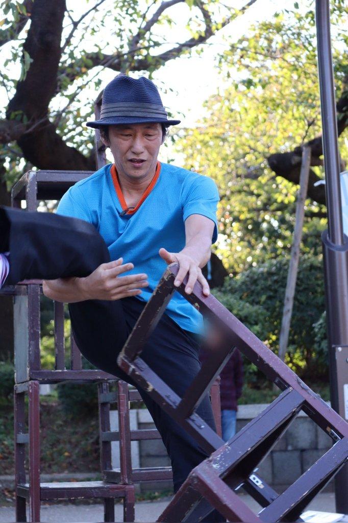 大道芸人GEN(ジェン)ヘブンアーティストTOKYO2019 大道芸人GEN(ジェン)椅子倒立スタート