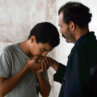 le héros adolescent et son père