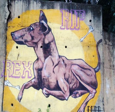 Toute première œuvre réalisée par le groupe. Rex était le chien de l'un des artistes.
