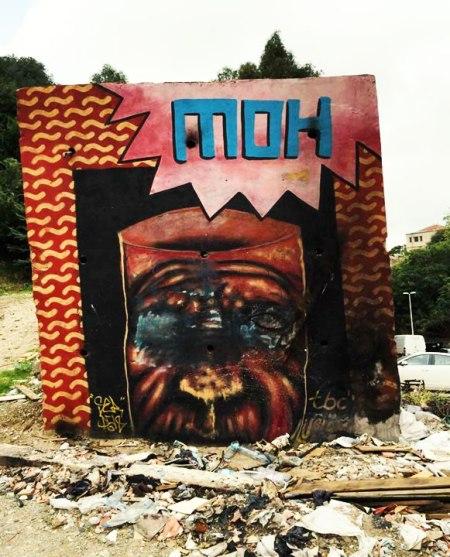 «MOH» est un personnage qui représente l'Algérien d'aujourd'hui sous différents aspects. Nous pouvons remarquer la dégradation du visage