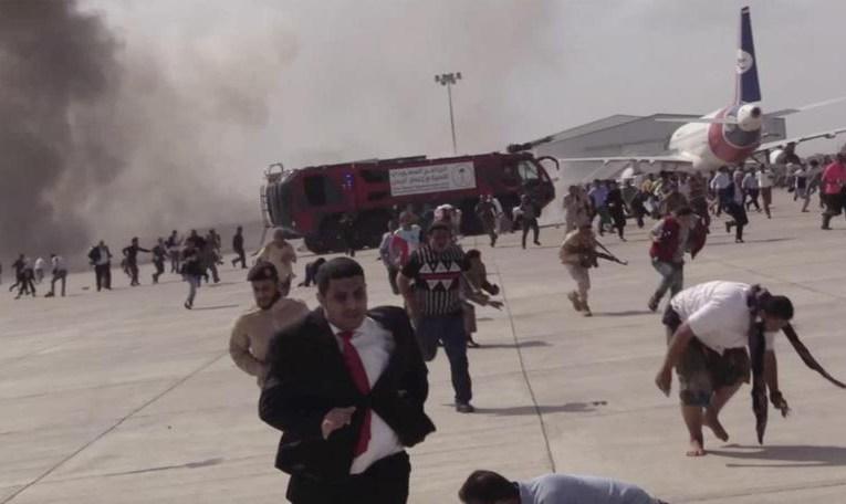 Vingt personnes tués dans une attaque contre l'aéroport d'Aden quelques instants après l'arrivée du nouveau cabinet au Yémen