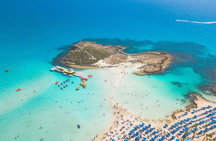 Chypre autorise les Britanniques vaccinés à passer leurs vacances dans le pays sans restrictions à partir du 1er mai