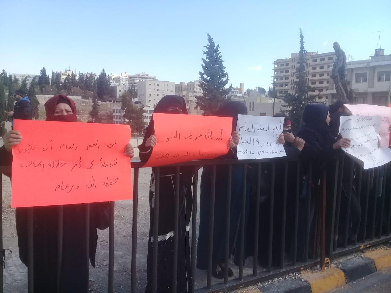 """اعتصام أمام """"النواب"""" للمطالبة بالتوسع في العفو العام -(تصوير: أسامة الرفاعي)"""