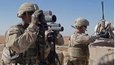 جنود أميركيون يقومون بأعمال الاستطلاع في منطقة خلال دورية مشتركة في منبج. أرشيفية (رويترز)
