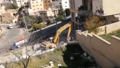 Photo of الكرك.. هدم بناية آيلة للسقوط يثير مخاوف مجاورين – فيديو