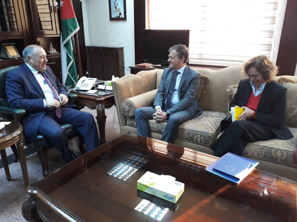 وزير الصحة الدكتور غازي الزبن خلال لقائه سفير الاتحاد الاوروبي لدى الاردن اندريا فونتانا اليوم