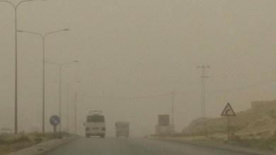 Photo of رياح شديدة وغبار كثيف على الطريق الصحراوي