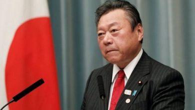Photo of وزير ياباني يعتذر علنا بعد تأخره ثلاث دقائق عن اجتماع برلماني