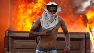 Photo of أزمة فنزويلا: اشتباكات بسبب منع دخول المساعدات على الحدود مع كولومبيا والبرازيل