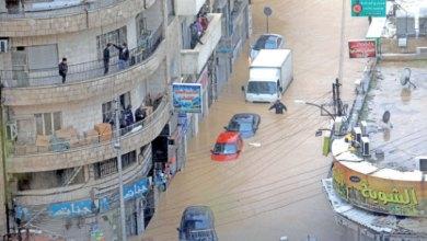 مركبات شبه مغمورة بمياه الامطار بمنطقة وسط البلد في عمان العام الماضي- (تصوير: محمد مغايضة)