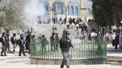 Photo of مستوطنون متطرفون يقتحمون الأقصى بحراسة شرطة الاحتلال