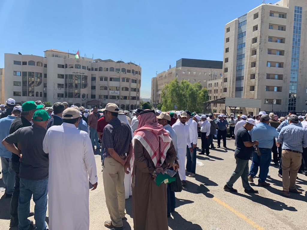 اعتصام المزارعين قرب رئاسة الوزراء