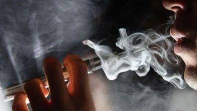 تحقيقات موسعة حول انتشار مرض تنفسي غامض بسبب السجائر الإلكترونية في 22 ولاية