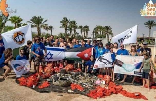 Photo of غضب بعد مشاركة غواصين أردنيين بتنظيف شواطىء إيلات