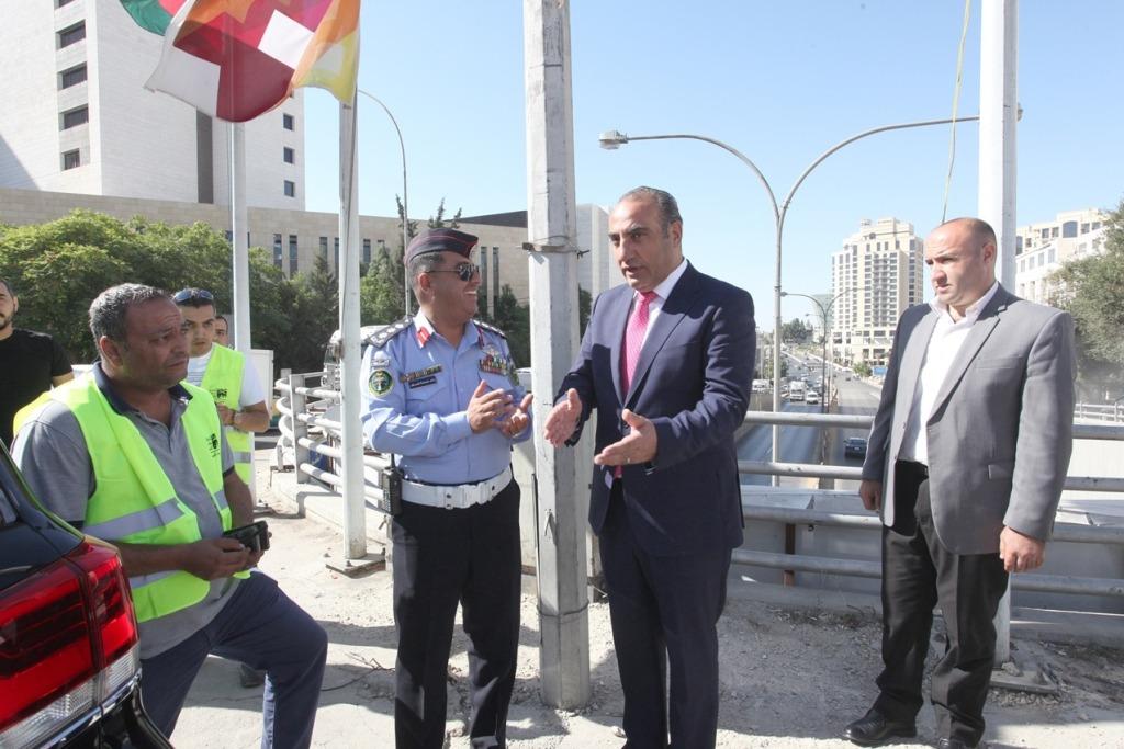 أمين عمان يتفقد سير الأعمال التحضيرية لإزالة الدوار الخامس ووضع إشارة مرورية