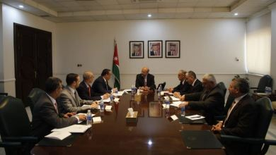 رئيس الوزراء يلتقي الفريق المكلف بمراجعة المخالفات الواردة في تقارير ديوان المحاسبة - (بترا)
