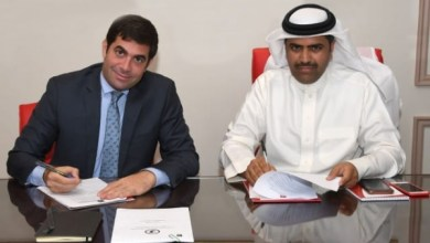 Photo of السالم والبوعينين يوقعان اتفاقية استضافة البحرين لبطولة الشابات لكرة القدم