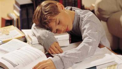 Photo of للطلبة: من ينام أبكر يحقق درجات أعلى
