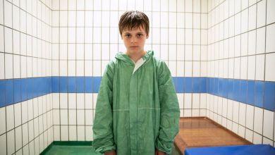 """بيلي باريت في دور راي في الفيلم الذي انتجته بي بي سي والذي يحمل اسم """"الطفل المسؤول"""""""