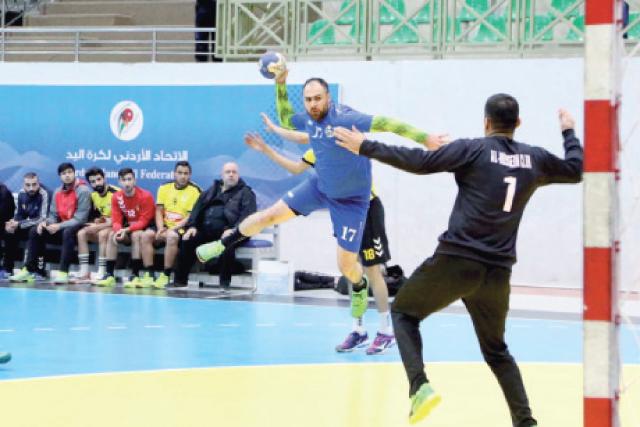 لاعب السلط إبراهيم حلمي يسدد على مرمى الحسين أمس - (من المصدر)