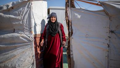 صورة لسيدة لاجئة في أحد المخيمات وزعتها المفوضية - من المصدر