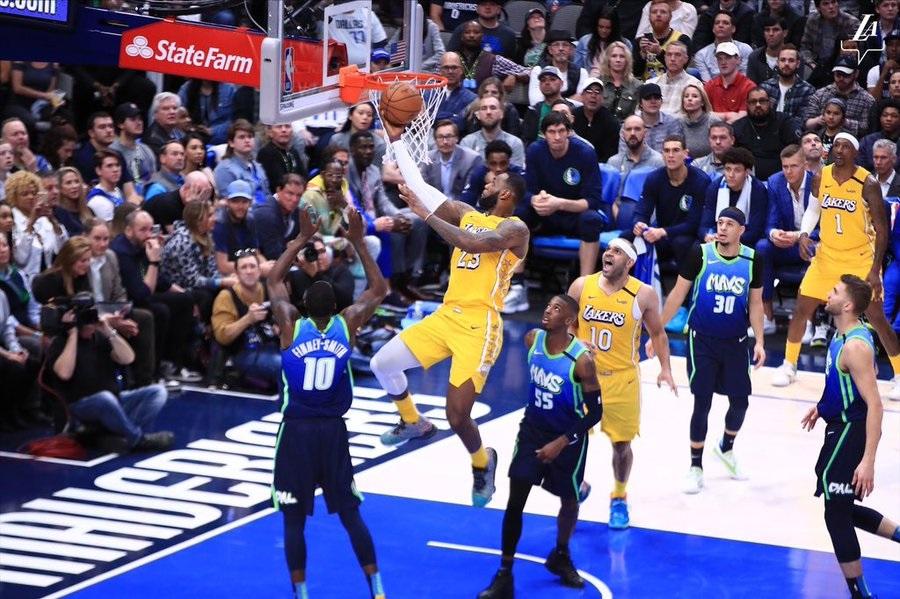 ليكرز ي سق ط دالاس ويوتا يعزز انتصاراته بدوري السلة الأميركي