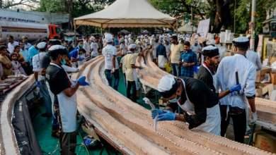 من تحضيرات صنع أكبر قالب حلوى في العالم في الهند - ا ف ب