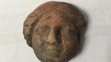 الرأس الاثري الذي وجد في البتراء
