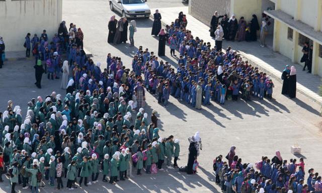 طالبات إحدى المدارس الحكومية خلال طابور مدرسي-(أرشيفية)