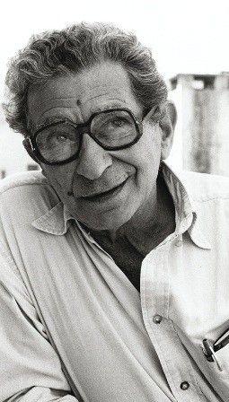 المخرج المصري الراحل يوسف شاهين