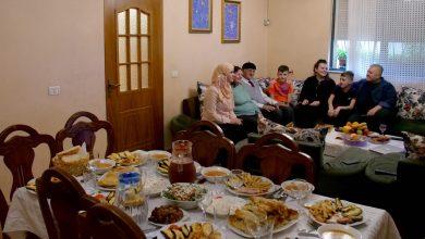 عثمان خوجة (81 عاما) وعائلته- ا ف ب