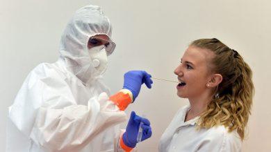 فتاة تخضع للفحص العشوائي جنوب المانيا لفيروس كورونا- ا ف ب