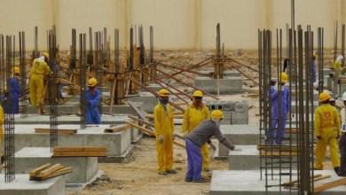 عمال في أحد المشاريع الإنشائية -(أرشيفية)