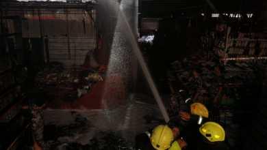 إخماد حريق في سوق الرواق بالعقبة