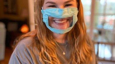 الاقنعة الشفافة تمكن الناس من رؤية كامل وجه مرتديها وابتساماتهم وحركة شفاههم.