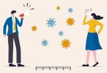 فرض فيروس كورونا مسافة بين الاصدقاء وحرمهم من العناق