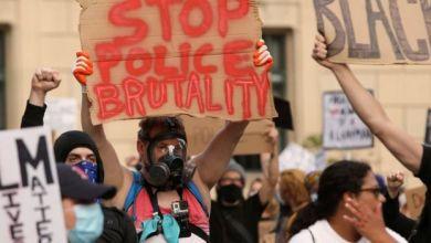 """Photo of العنصرية """"لا تبدأ ولا تنتهي بضرب السود""""، والولايات المتحدة """"ستعاني بدون تحقيق العدالة"""""""
